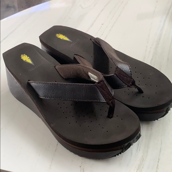 Volatile sandal